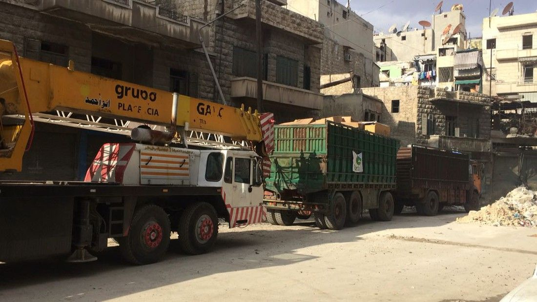Oxfam's second generator (on the green truck) being transported from West to Eastern Aleppo.  Credit: Oxfam